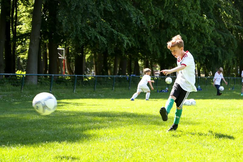 hsv_fussballschule-419_48047956026_o.jpg