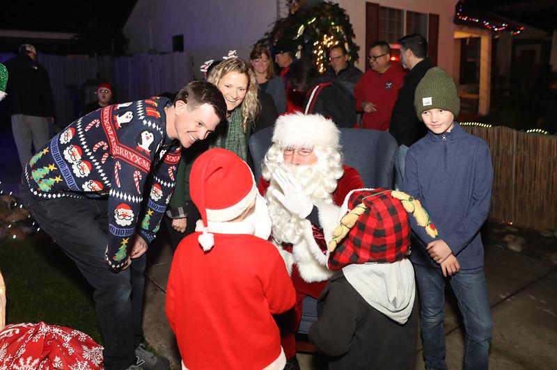 12-08-19-Christmas With Chris & Family-15.jpg