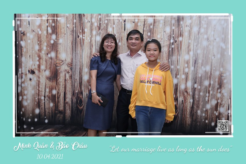 QC-wedding-instant-print-photobooth-Chup-hinh-lay-lien-in-anh-lay-ngay-Tiec-cuoi-WefieBox-Photobooth-Vietnam-cho-thue-photo-booth-078.jpg