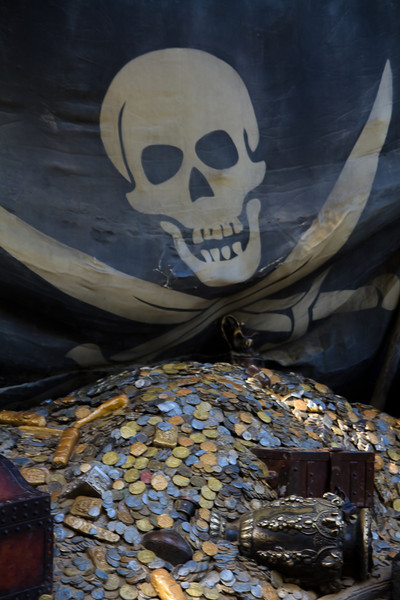 Pirate Flag & Treasure on Tom Sawyer's Island