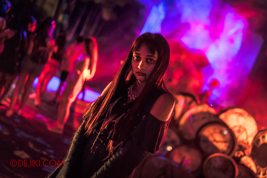 Halloween Horror Nights 7 - Happy Horror Days scare zone / Happy New Year Party Girl Keisha