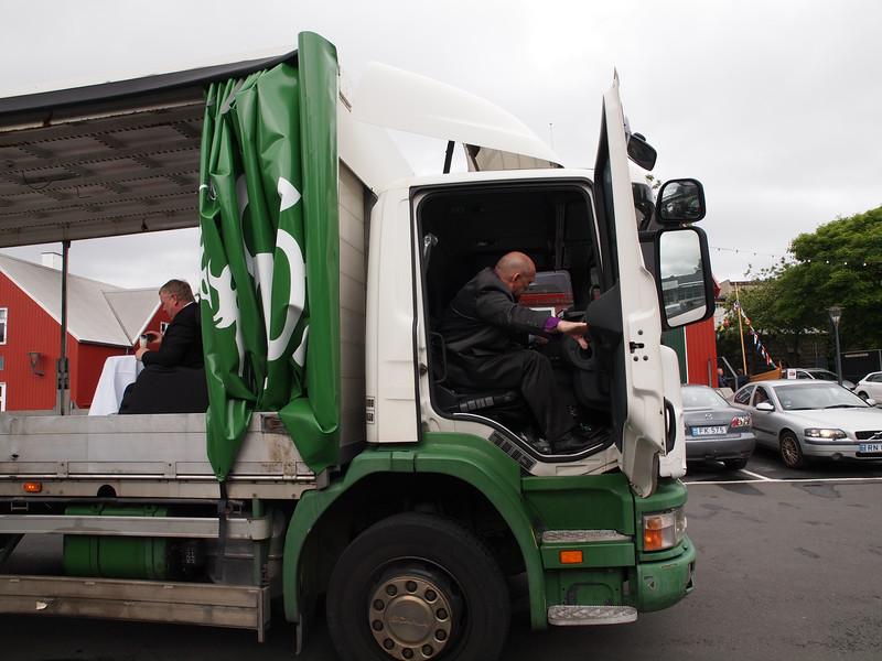 Sølvbryllup på ladet af en lastbil. Foto- Martin Bager-7181667.jpg