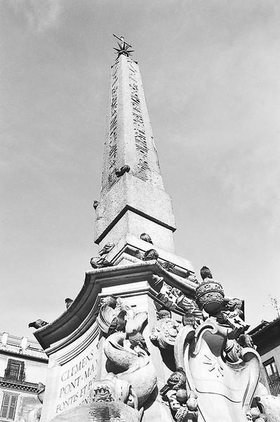 Sunday_Pantheon_Obelisk_Fountain