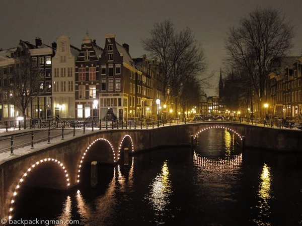 Amsterdam-canal-09.jpg