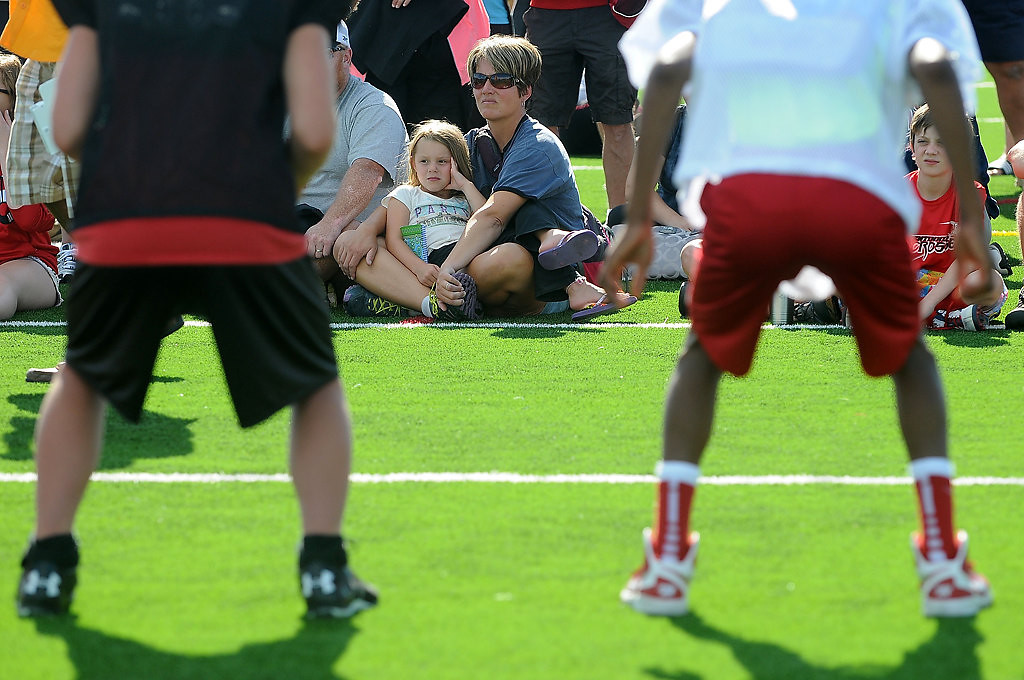 . Parent Virginia Ball sits with her daughter Katie, 5, as they learn the fundamentals of blocking from former Viking John Swain.  (Pioneer Press: Sherri LaRose-Chiglo)