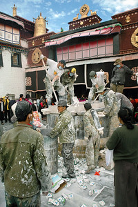 Jokhang Temple, Lhasa, preparing milk-offering based exterior wall covering