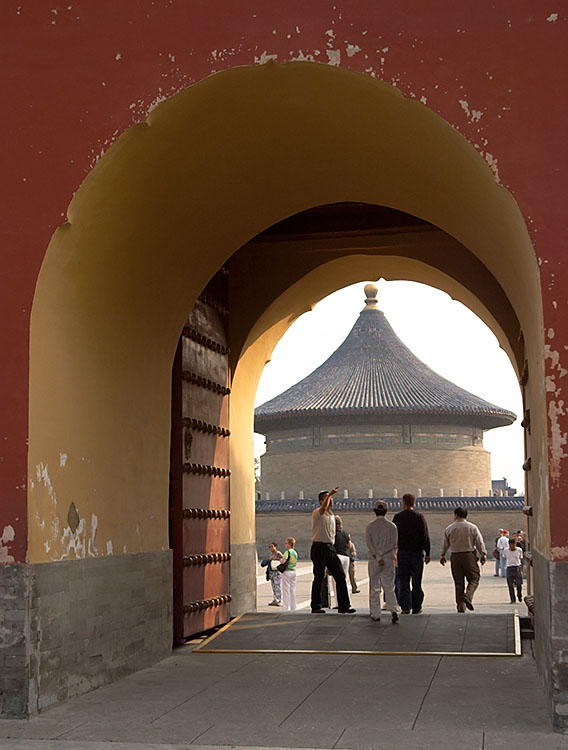 One goes through Chengzhen Gate when heading to the  Imperial Vault of Heaven from the north.