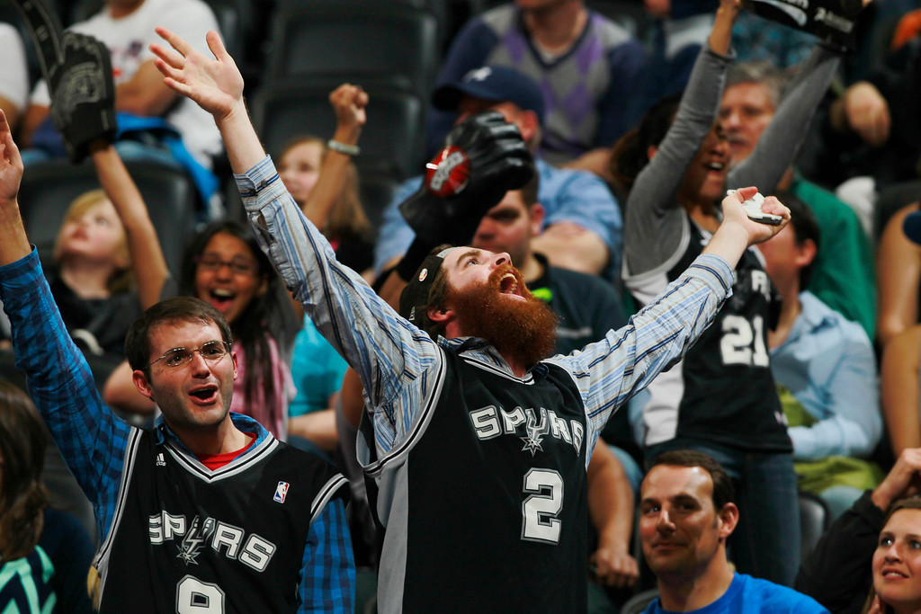 . San Antonio Spurs fans cheer as time runs out in the Spurs\' 133-102 victory over the Denver Nuggets in an NBA basketball game in Denver on Friday, March 28, 2014. (AP Photo/David Zalubowski)