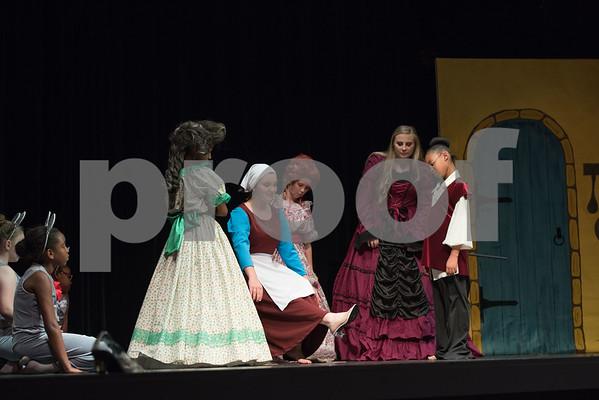L' Academie Des Arts Cinderella