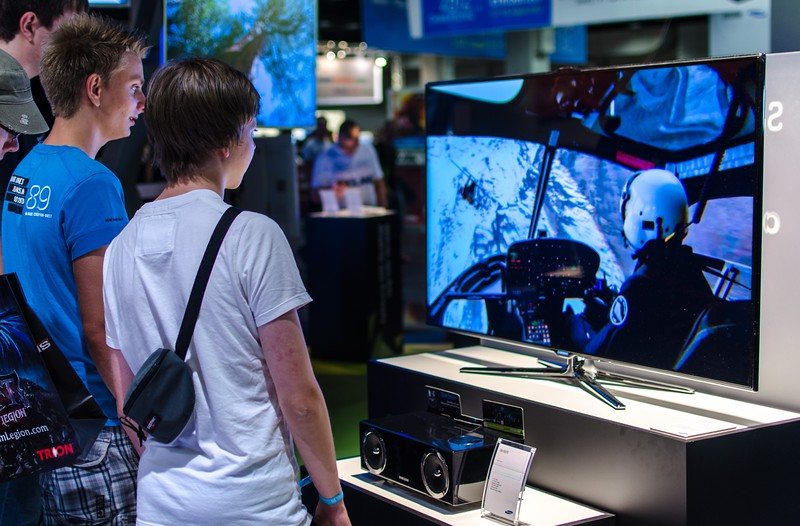 Boys and Samsung TV @ Gamescom 2012