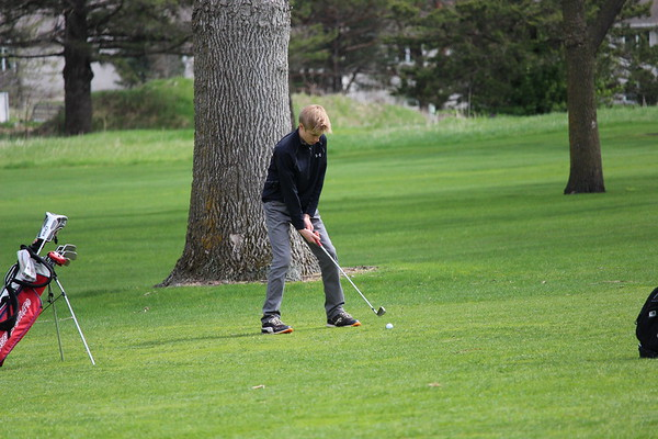 DC boys golf at Crow River GC, Hutchinson, 4-28=17