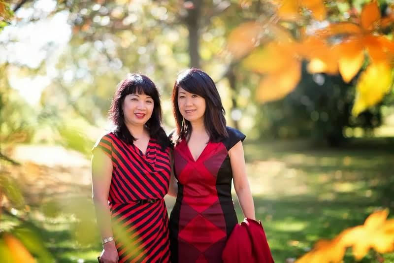 Lê Thị Tuyết Phượng (phải)