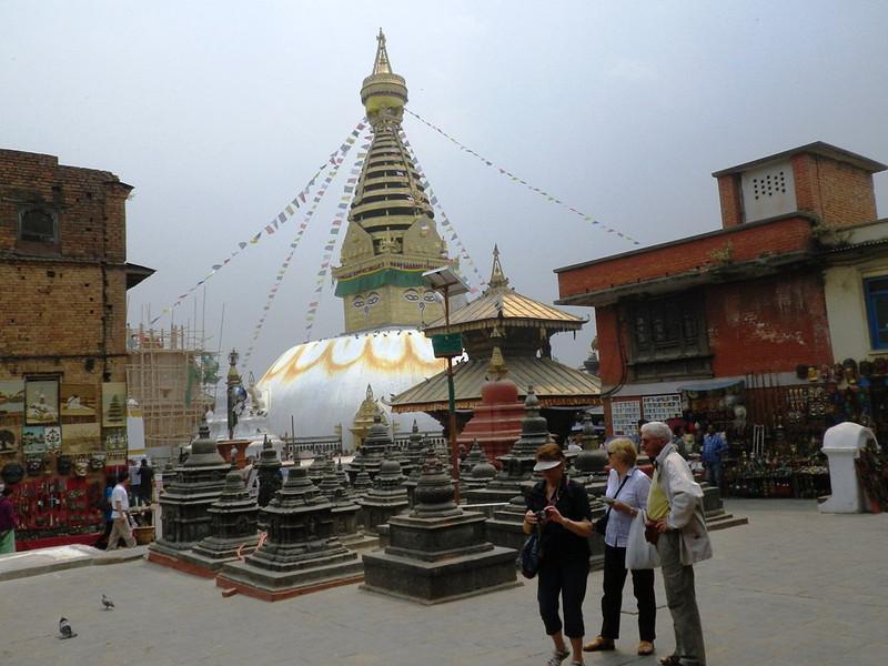Visiting Monkey Temple (Swayambhunath stupa) - Kathmandu turist atraction.