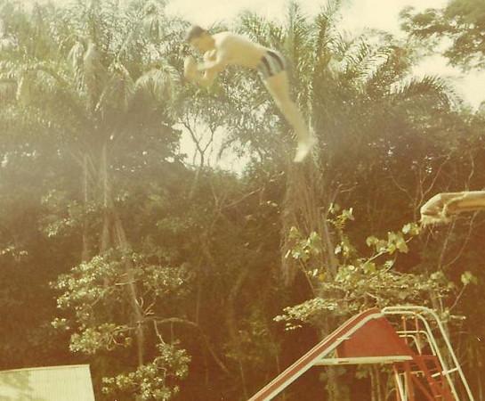 Piscina do Dundo - Vicky Martins a saltar da prancha