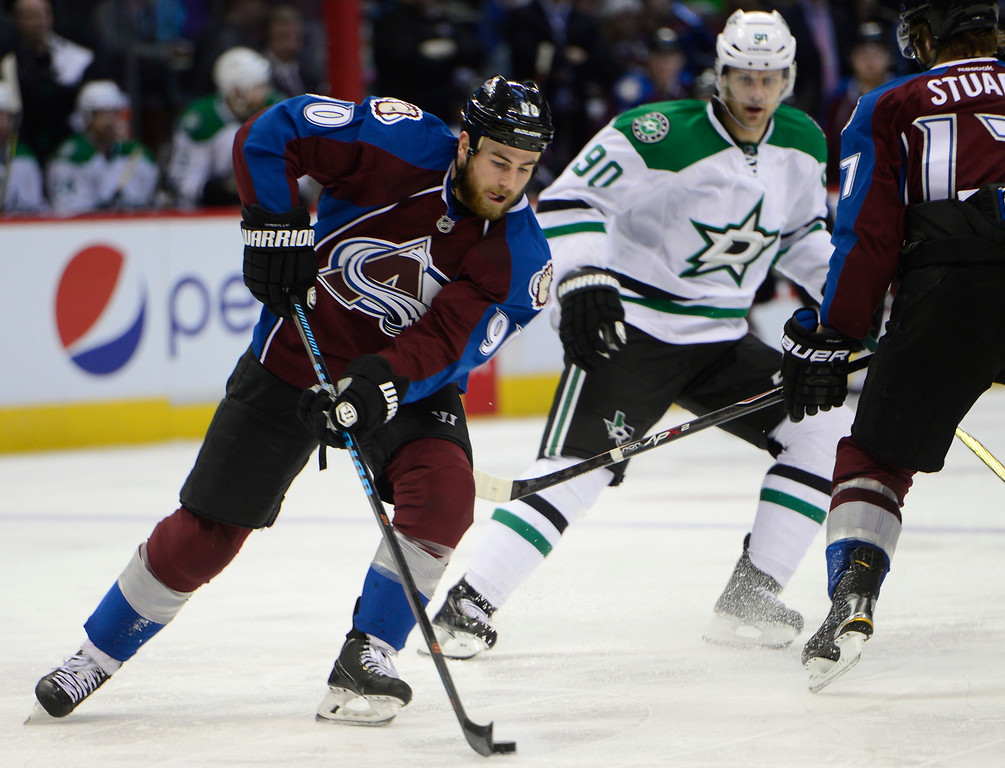 . Colorado Avalanche center Ryan O\'Reilly (90) lines up to take the puck back up ice during the second period Saturday, February 14, 2015 at the Pepsi Center in Denver, Colorado. (Photo By Brent Lewis/The Denver Post)