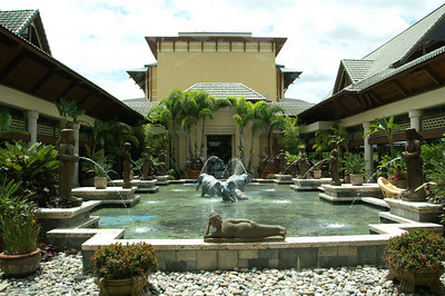 Universal Studio's Orlando and the amazing 3-room/3-entrance suite upgrade