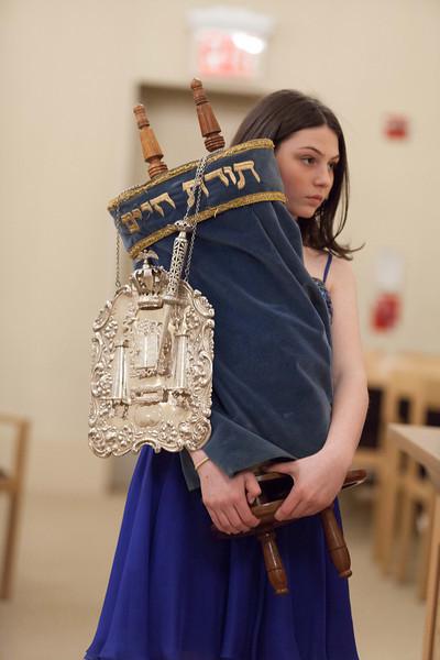 Hannah in Temple-6802.jpg