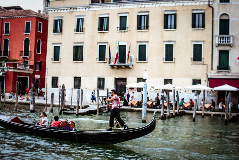venice from bpat gondola driver action rowing.jpg