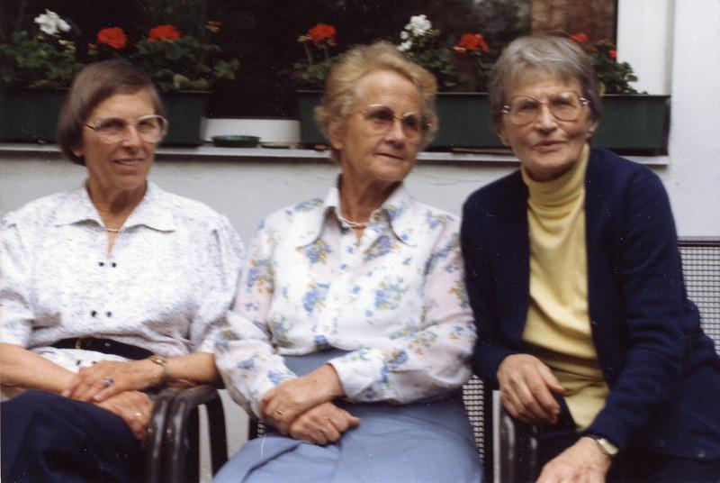 1988-05-06 drei Cousinen (Billas Geburtstag).jpg