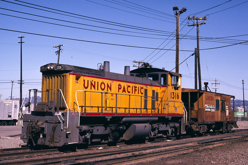 UP SW1500 1316; ex WP 1502. Oakland, California. February 23, 1991. (Alan Miller Photo)
