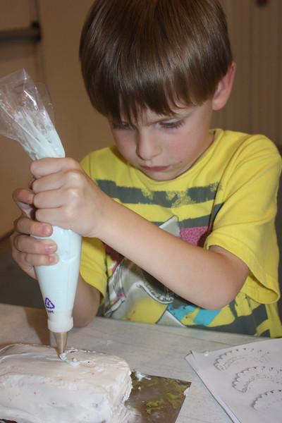 Mid-Week Adventures - Cake Decorating -  6-8-2011 113.JPG