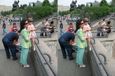 2010-05-16, Moscow Zoo with Melnikovs (3D Stereo, parallel view)