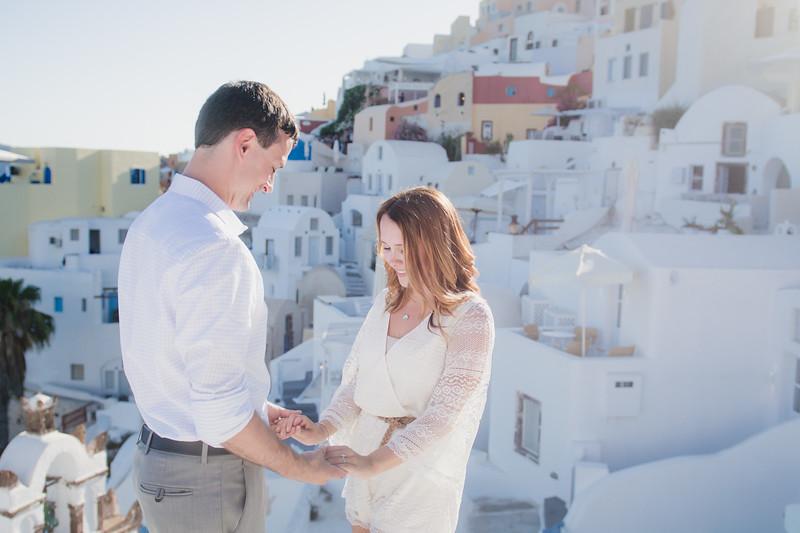 engagement-destination-santorini-propsal-couples-portraits-005.jpg