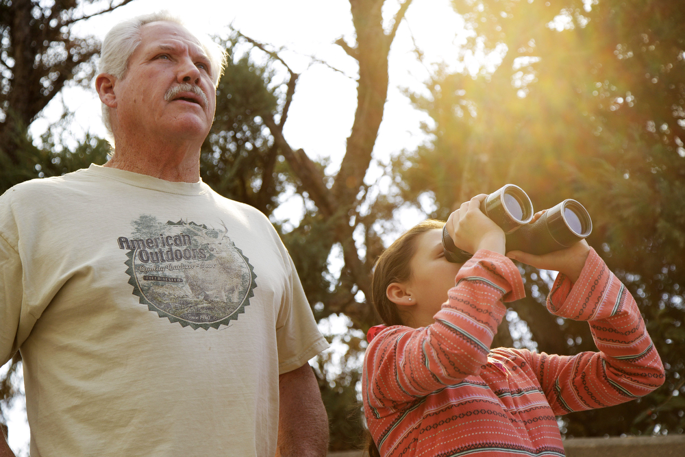 . Jim Crawford, 67, and his daughter, Katie, 11, who live nearby on Wabash St., watch the wildfires burn through the hillsides on January 16, 2014 in Glendora, California. A wildfire near Glendora in the San Gabriel Valley has prompted officials to order evacuations for houses near the fire.  (Photo by Dan R. Krauss/Getty Images)