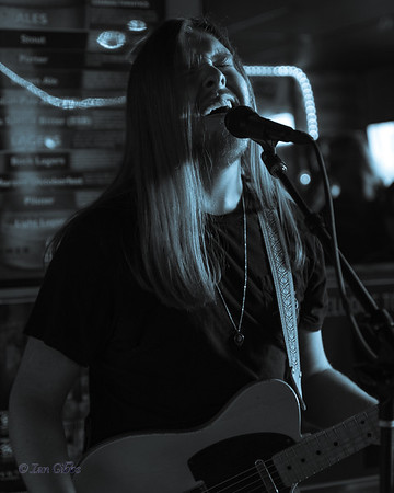 Dylan Salfer at Al's Center Saloon 190505