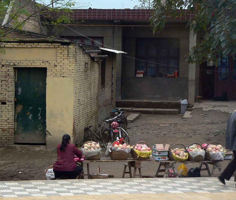 Fruit vendor, those are pommegranits