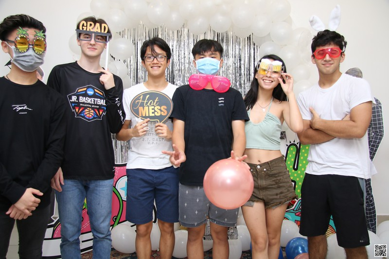 graduation-party-class-of-2021-instant-print-photo-booth-in-ho-chi-minh-Chup-hinh-in-anh-lay-lien-Tiec-Tot-Nghiep-2021-WefieBox-Photobooth-Vietnam-cho-thue-photo-booth-001.jpg