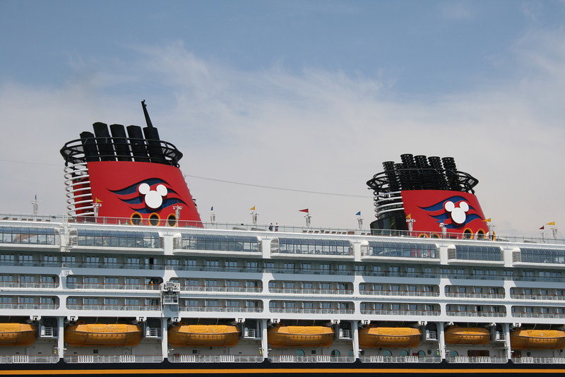 M/S DISNEY MAGIC : Mickey Mouse funnels.