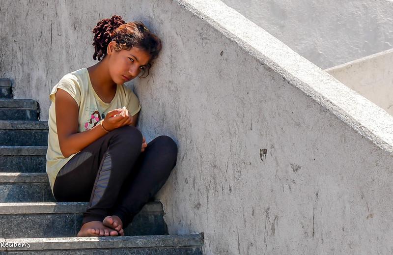 Begging girl Istanbul.jpg
