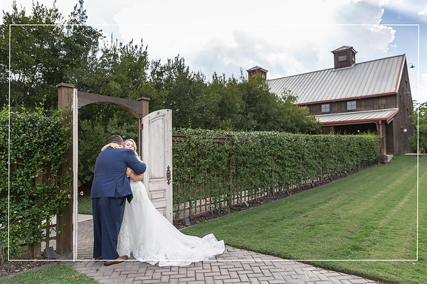 Summer wedding at the Carriage House in Conroe Texas