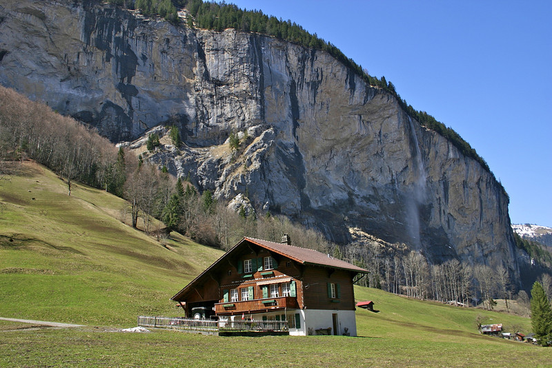Lauterbrunnen valley scenery