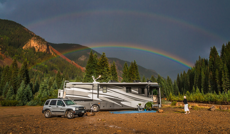 Prachtige regenboog boven de camper. Beautiful rainbow over the Motor home.