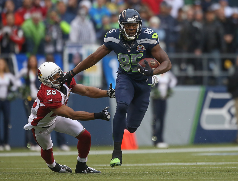 . Tight end Anthony McCoy #85 of the Seattle Seahawks rushes against free safety Kerry Rhodes #25 of the Arizona Cardinals at CenturyLink Field on December 9, 2012 in Seattle, Washington. The Seahawks defeated the Cardinals 58-0.  (Photo by Otto Greule Jr/Getty Images)