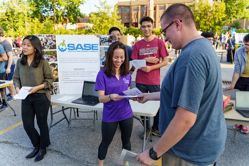 RHIT_Freshman_Move_In_2018_Student_Activities_Fair-1659.jpg