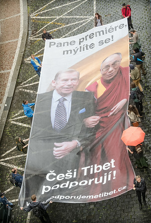 Moving bigboard of Havel and Dalailama - Support Tibet