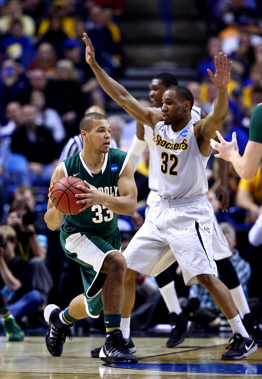 . Chris Eversley #33 of the Cal Poly Mustangs looks to pass as Tekele Cotton #32 of the Wichita State Shockers defends during the second round of the 2014 NCAA Men\'s Basketball Tournament at the Scottrade Center on March 21, 2014 in St Louis, Missouri.  (Photo by Andy Lyons/Getty Images)