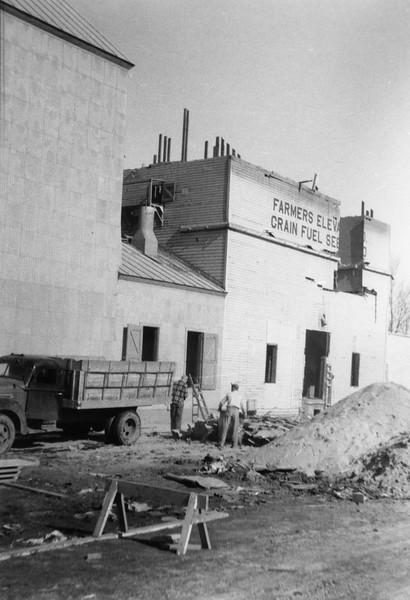 ARE016.  Arthur Farmers Elevator construction – 1951.jpg