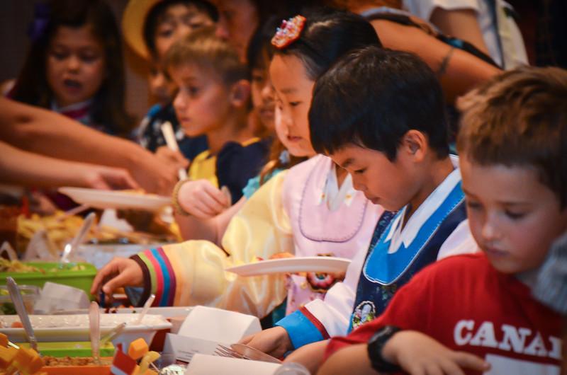 grade 2 cross cultural lunch 2014-36.jpg