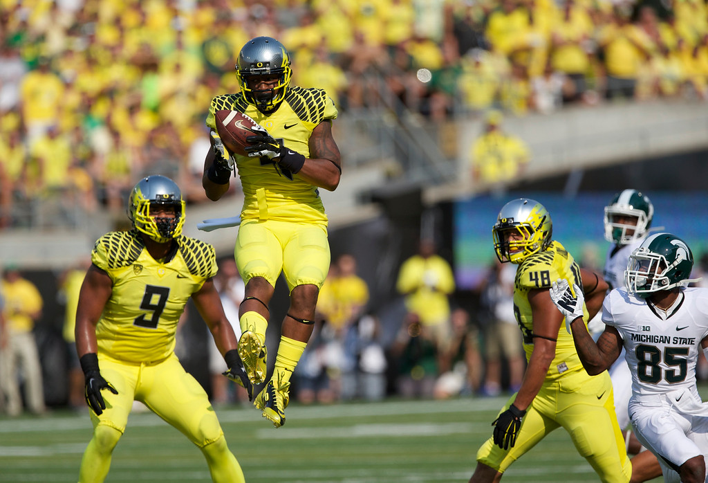 . Oregon Ducks defensive back Erick Dargan (4) intercepts a pass to set up the Ducks\' first touchdown against the Michigan State Spartans at Autzen Stadium Saturday, Sept. 6, 2014, in Eugene, Oregon.  (AP Photo/The Oregonian, Randy L. Rasmussen)  MAGS OUT; TV OUT; LOCAL TELEVISION OUT; LOCAL INTERNET OUT; THE MERCURY OUT; WILLAMETTE WEEK OUT; PAMPLIN MEDIA GROUP OUT