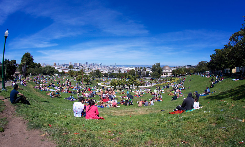 Sunday afternoon at San Francisco's Dolores Park ref: 1cbf5960-8e33-49ce-b352-d8739dd748ef
