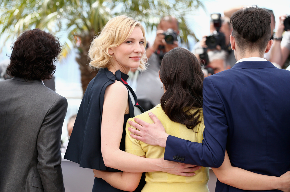 ". (L-R) Actors Kit Harington, Cate Blanchett, America Ferrera and Jay Baruchel  attend the ""How To Train Your Dragon 2\"" photocall during the 67th Annual Cannes Film Festival on May 16, 2014 in Cannes, France.  (Photo by Andreas Rentz/Getty Images)"
