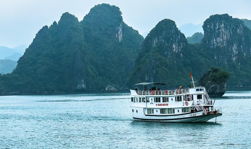 HaLong Bay Vietnam Cruise_P1100011.jpg