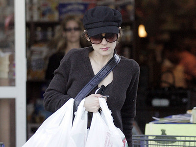 EXC: Incognito Winona Ryder Shopping Trip