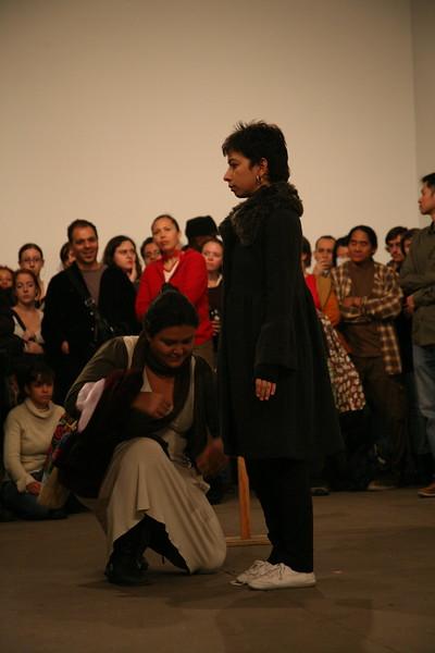 Regina José Galindo, Crisis: Cloth (2009)