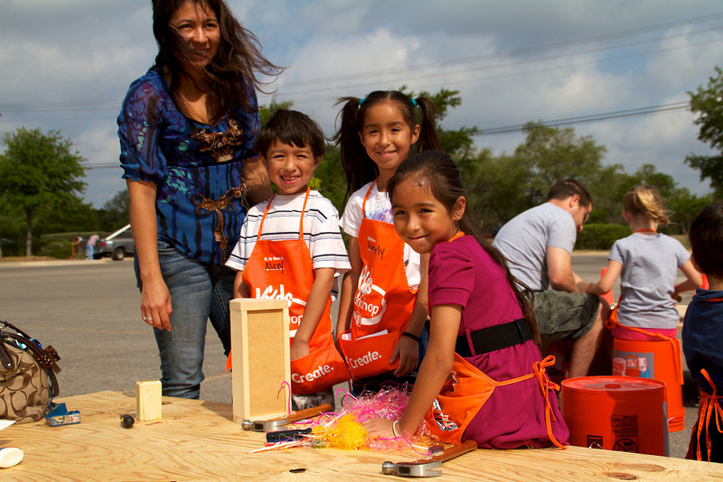 Home Depot Kid's Workshop - Earth Day 2011 - 2011-04-23 - IMG# 04-008858.jpg
