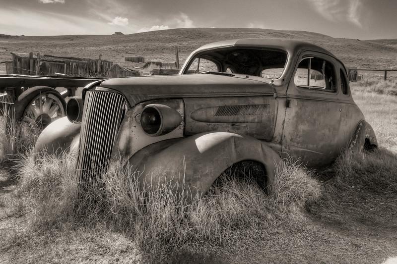 Antique Car Bodie B&W HDR_DSC5781.jpg